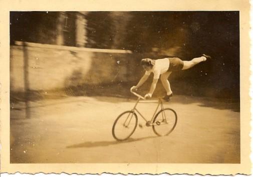 Wagemut brachte sie aufs Rad: Erna Sczesny, seinerzeit noch Münkel, kämpfte sich beim Kunstradfahren bis zur Niedersachsenmeisterin. Foto: privat