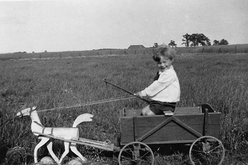 Was vom Vater bleibt: Ein Pferdewagen hat er dem Sohn Karl Heinz gebaut. Foto: privat