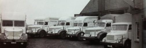 Nichts für den Transport zum Frühchinesisch: Diese Spezialaufbauten der Lastwagen auf dem Schaperjahn'schen Hof dienten einzig einem Zweck: dass aus Keksen ja kein Bruch werde. Foto: privat